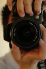 de-prendre-une-photo-avec-un-appareil-photo--photo_19-112400