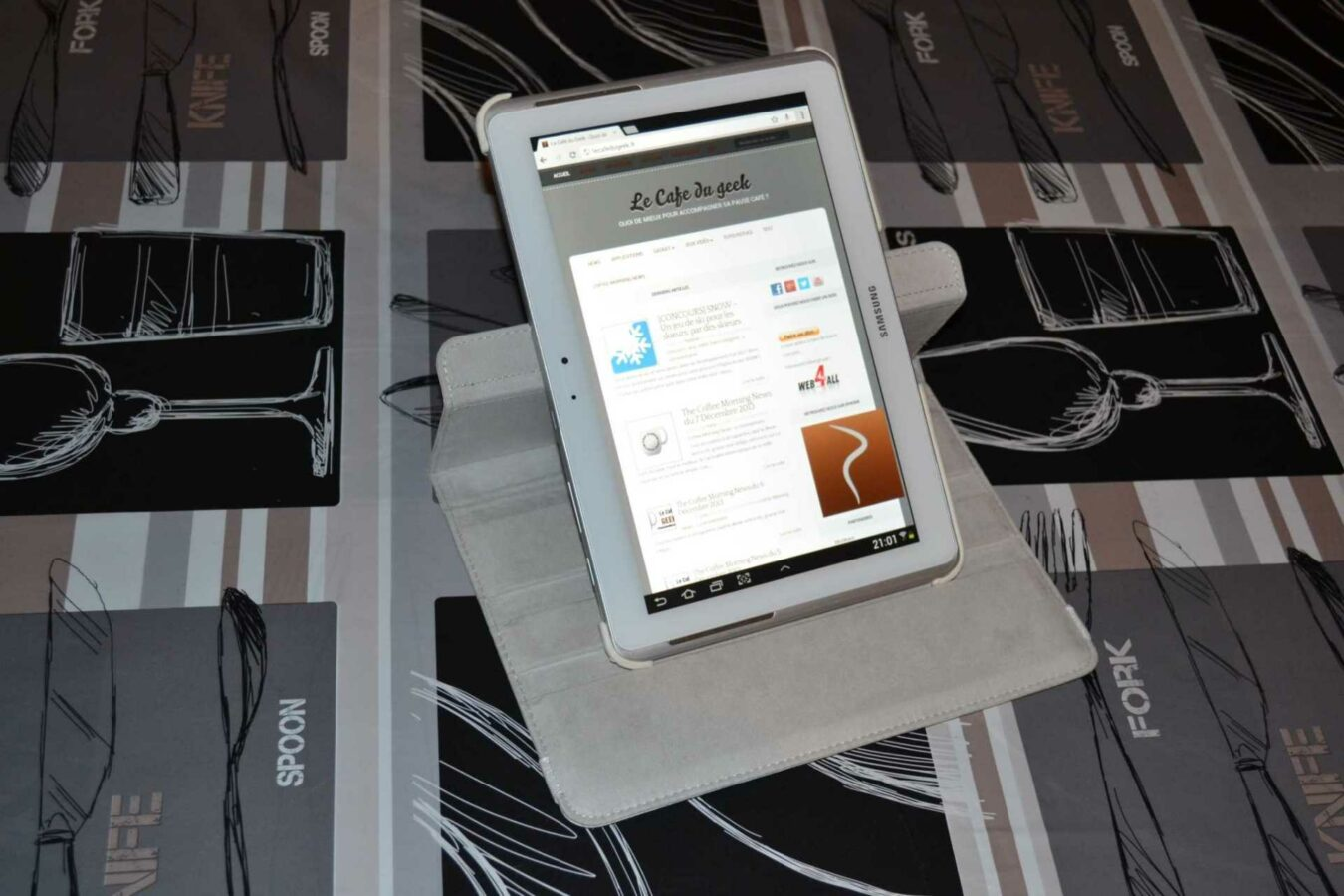 Photo de [TEST] Etui en cuir rotatif – Galaxy Tab 2 10.1 (20€)
