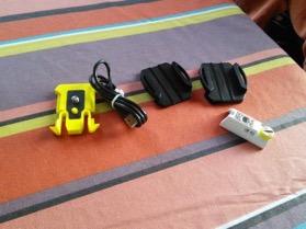 Les fixations (et le câble USB)