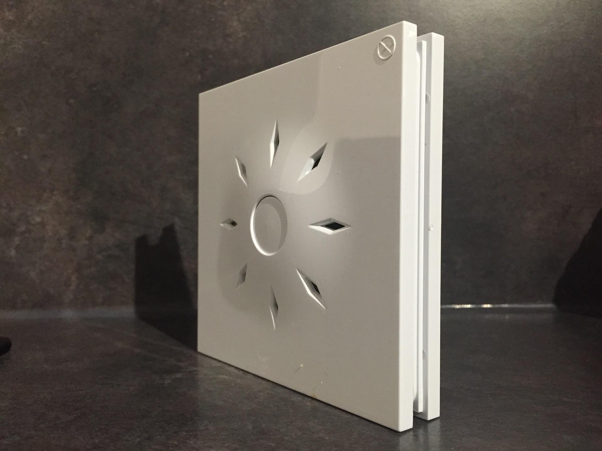 Test insafe design un d tecteur de fum e longue dur e le caf du geek - Detecteur de fumee insafe ...