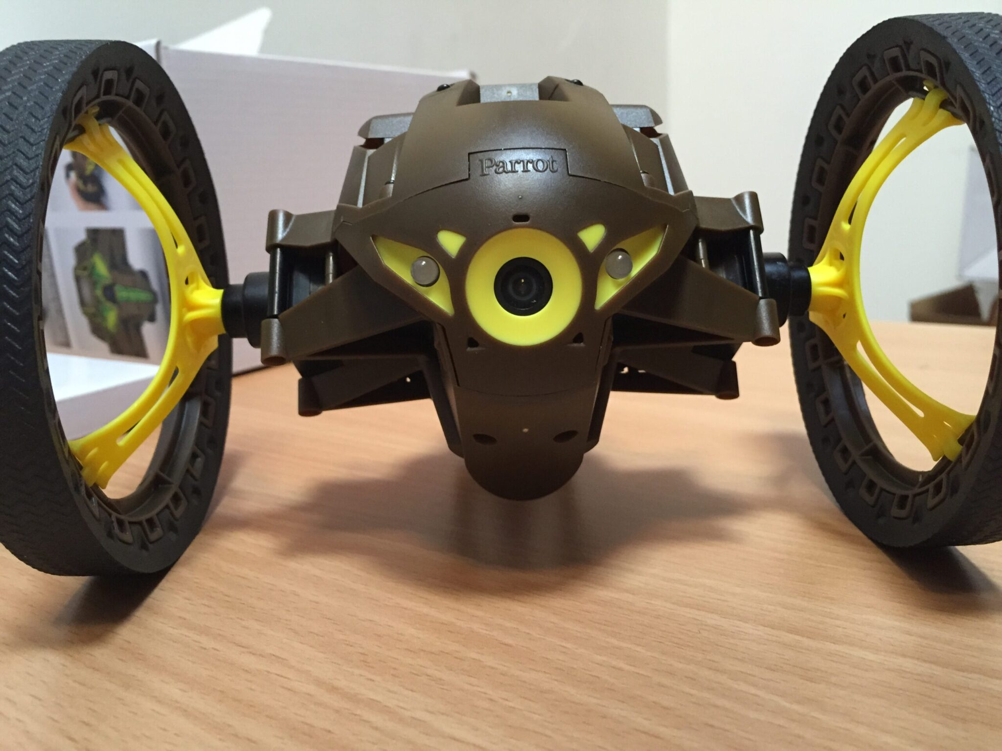 Photo de Parrot Jumping Sumo – Unboxing du plus fun des Minidrones !
