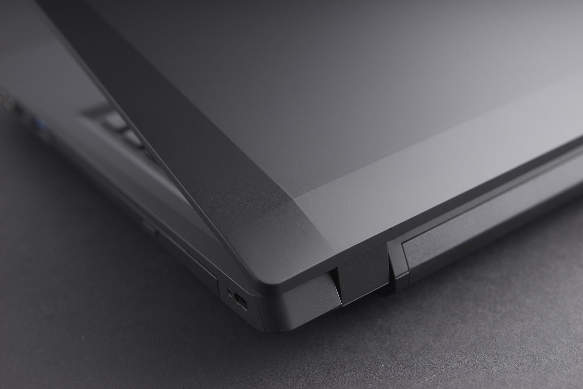 2. Quality matte black finish blends an extra bit of sleekness into its angular diamond lines