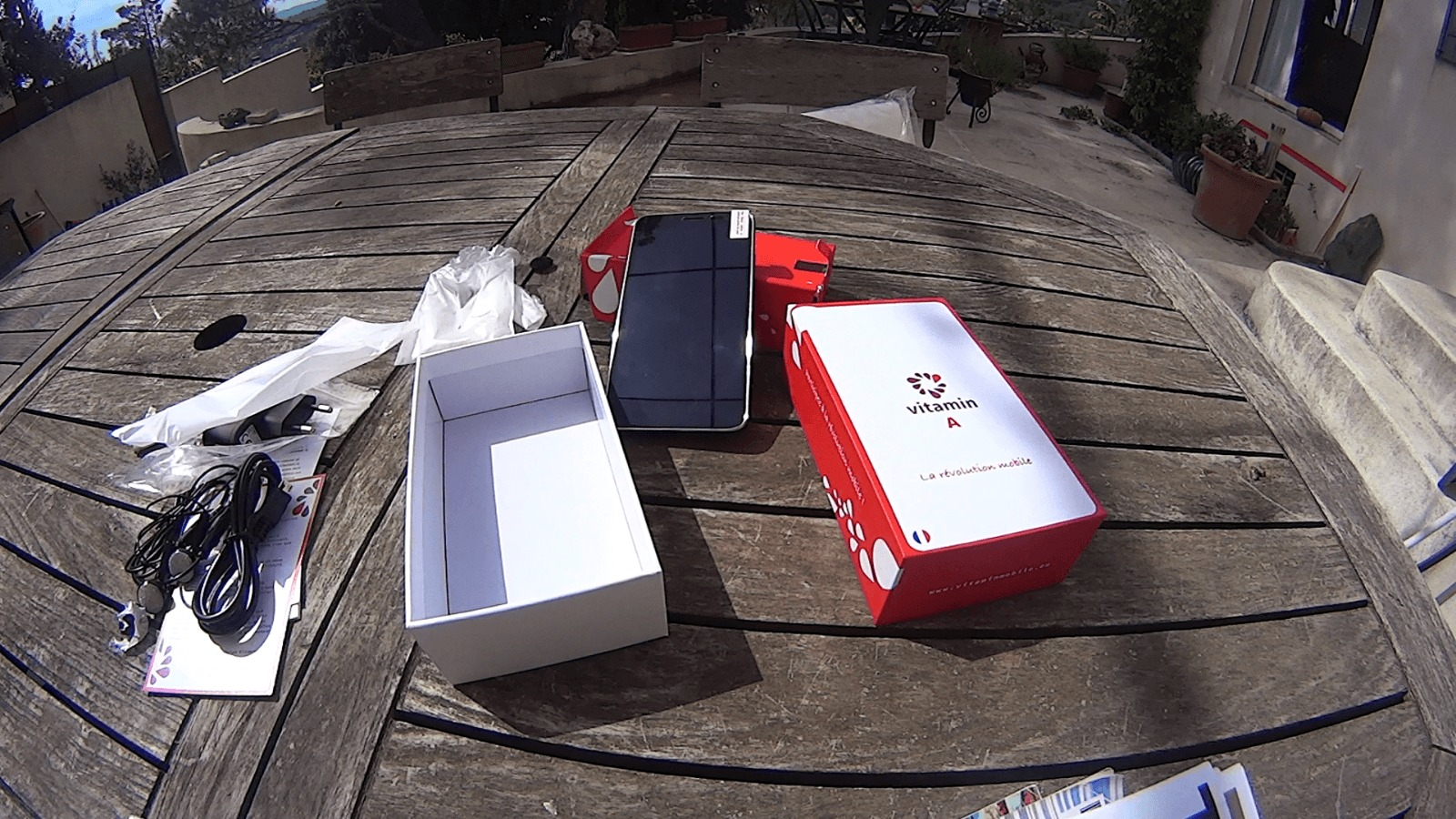 Photo de [UNBOXING] Vitamin A, le smartphone collaboratif