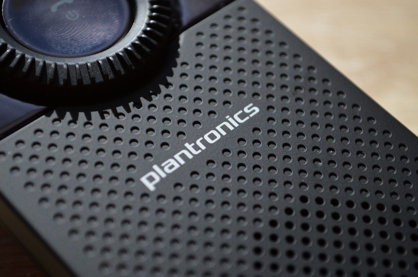 Photo de [TEST] Plantronics K100 – Le kit mains libres pour éviter les amendes !
