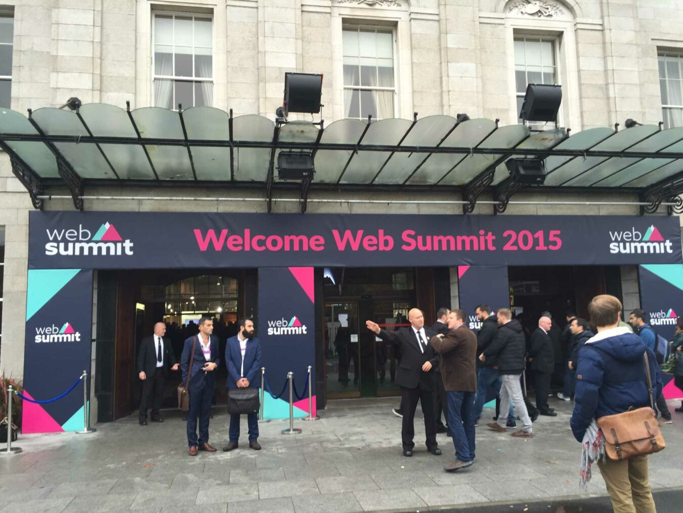Photo de #WebSummit – Jour 2 – Tournée des bars, goodies et Tinder