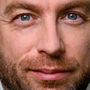 Les yeux du fondateur de Wikipédia