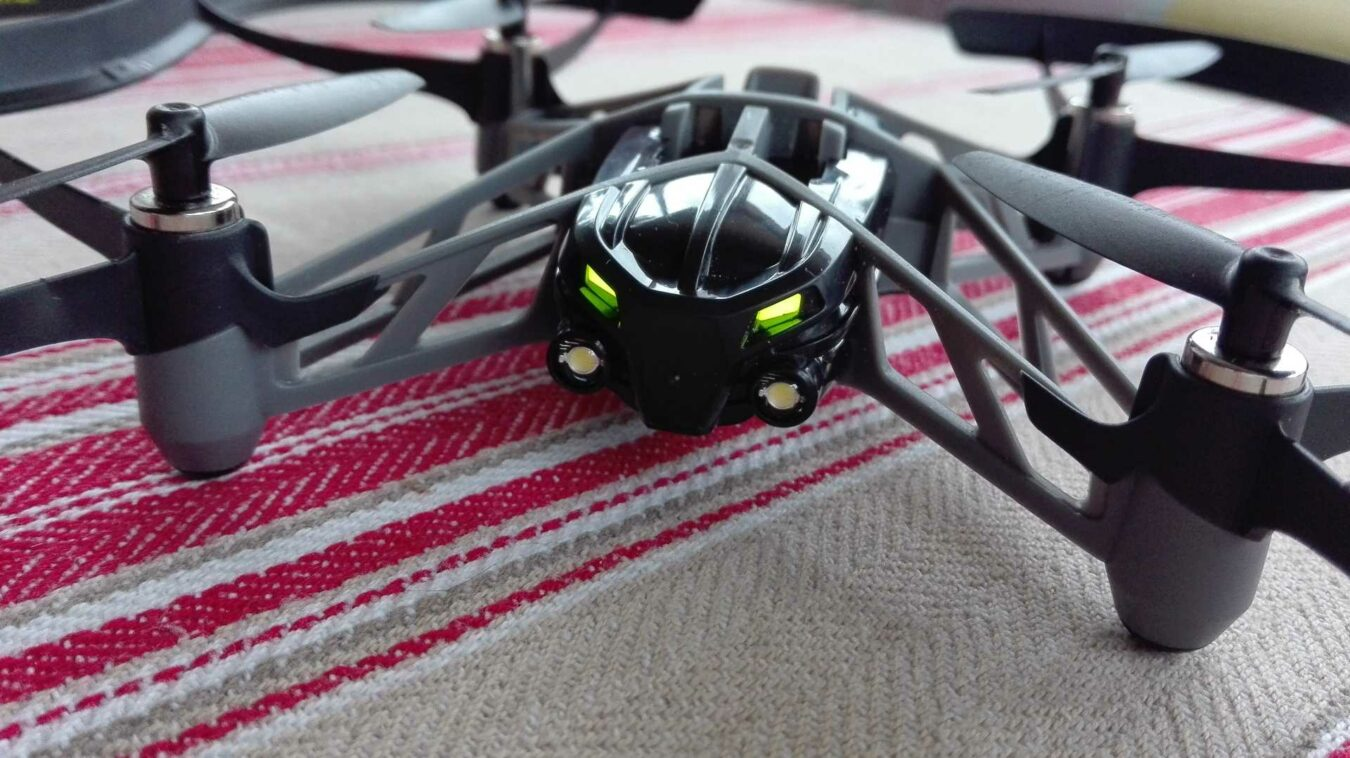 Photo de [TEST] Parrot Airborne Night Drone Swat – Un drone amusant !