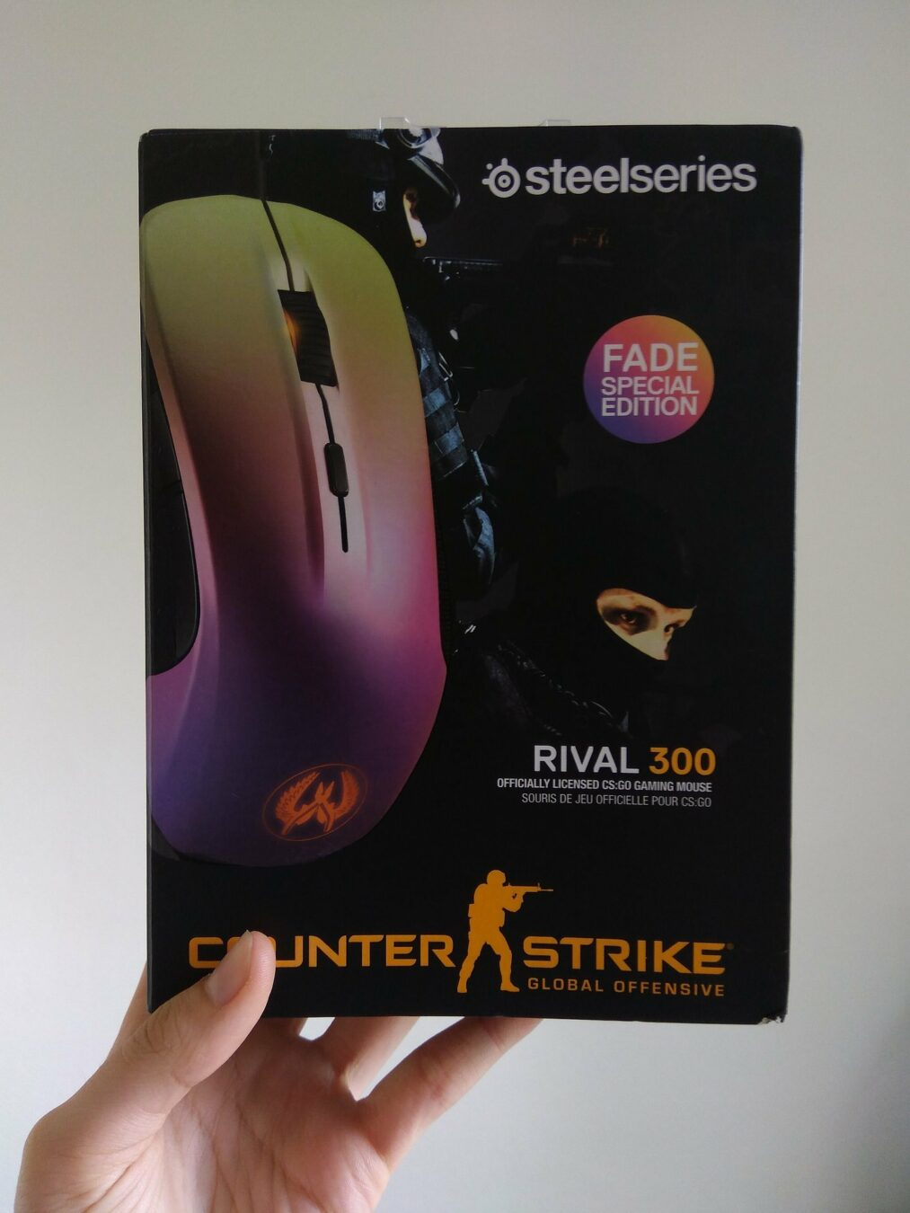 Photo de SteelSeries – Une souris gaming à l'allure « féminine » : La Rival 300 (CS:GO, Fade edition)