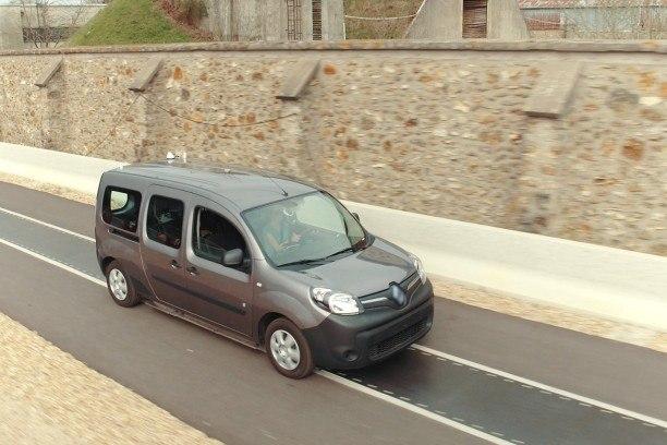 Photo de Recharger les voitures électriques en roulant grâce au Qualcomm Halo