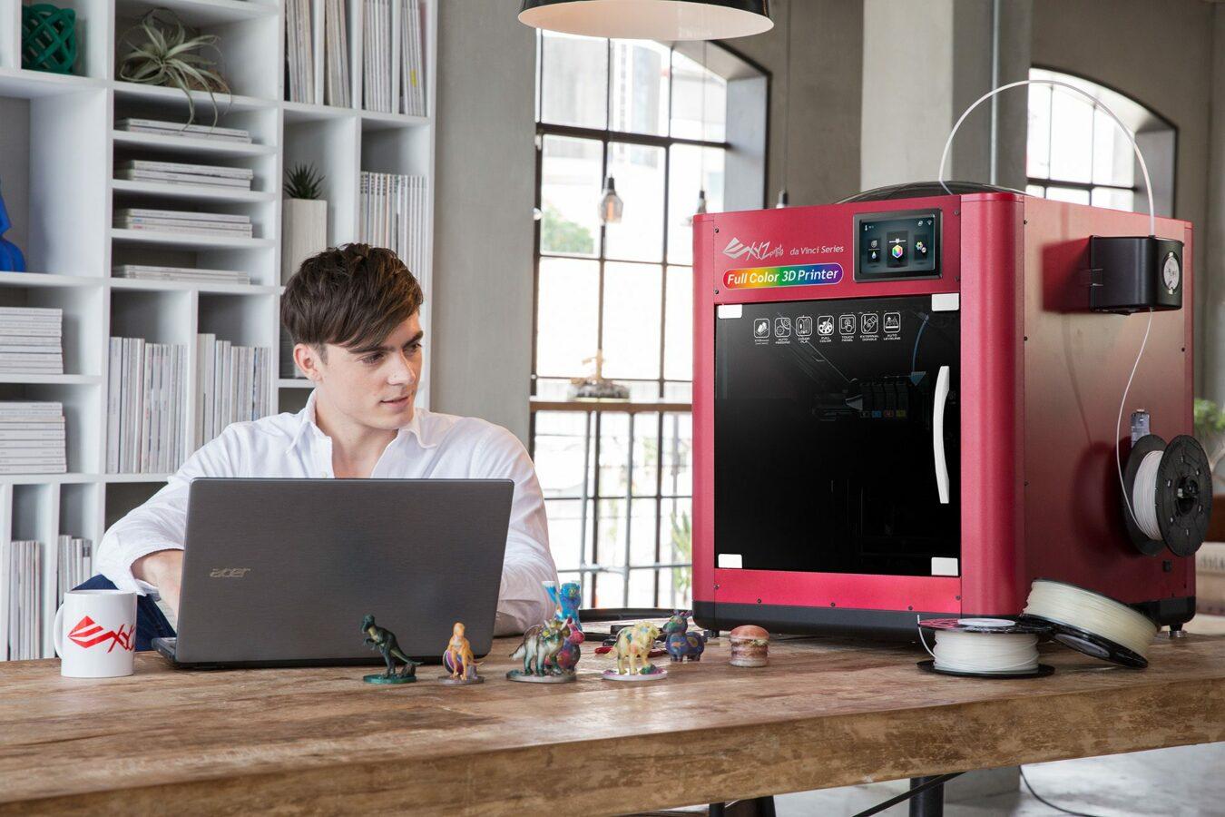 Photo de XYZprinting présente la da Vinci Color, la première imprimante 3D à jet d'encre