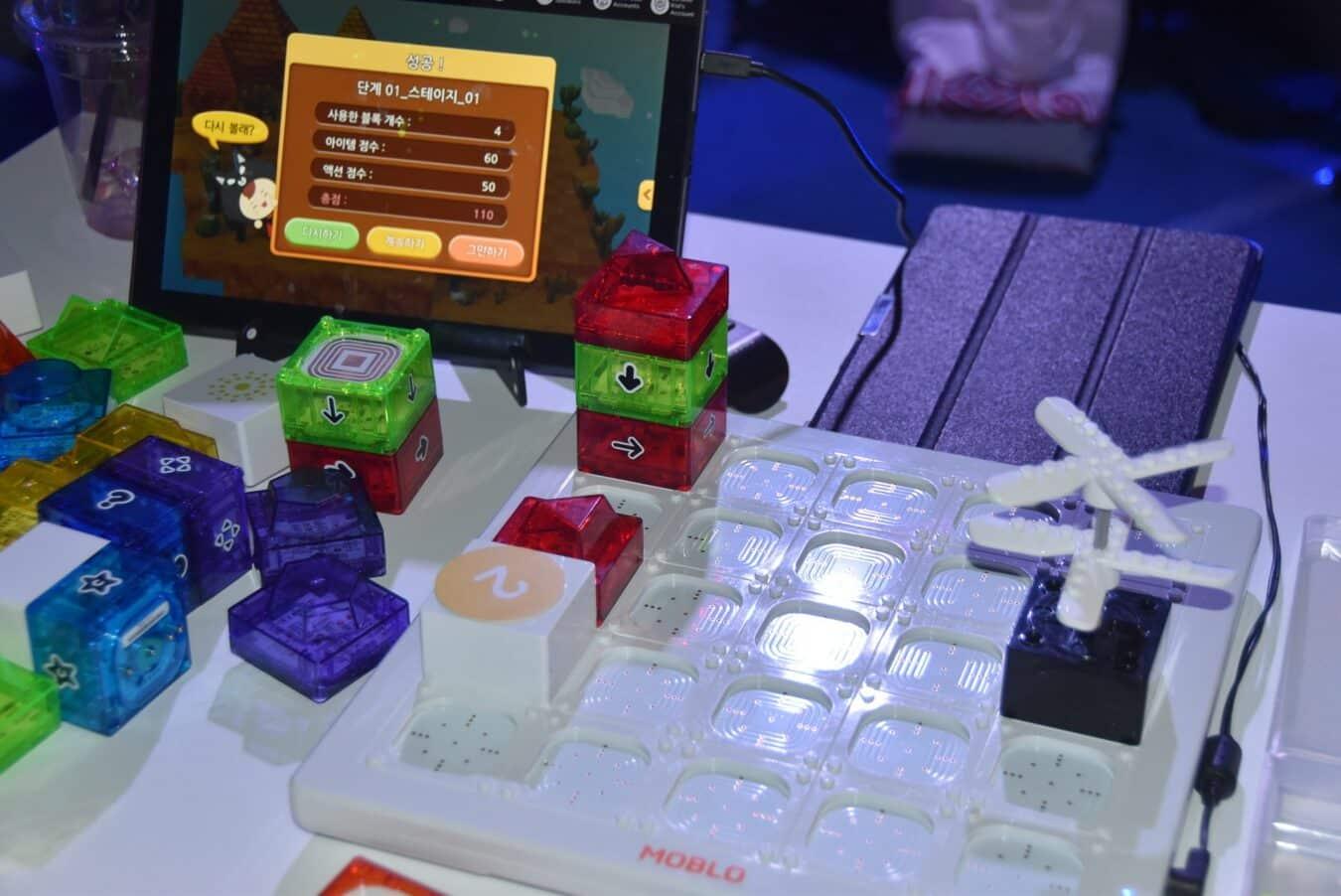 Photo de MOBLO : Apprenez à coder avec des briques et testez votre logique – Startup Festival 2017
