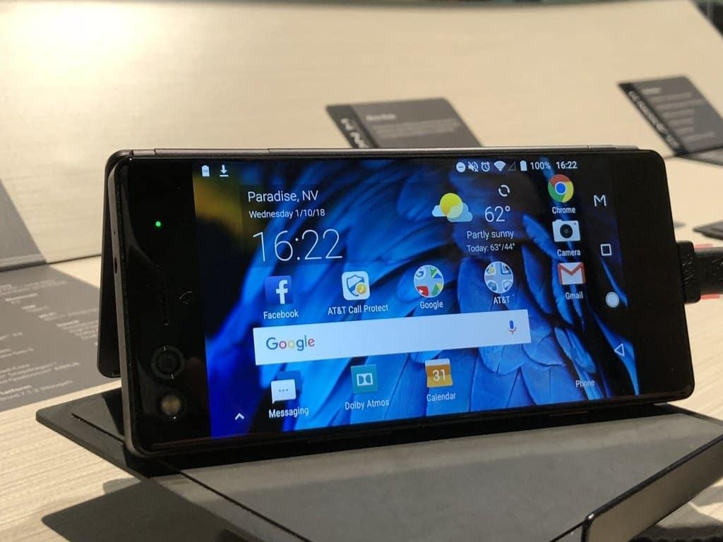Photo de #CES2018 – ZTE Axon M : 2 écrans pliants dans un seul smartphone ! Mauvaise idée ?