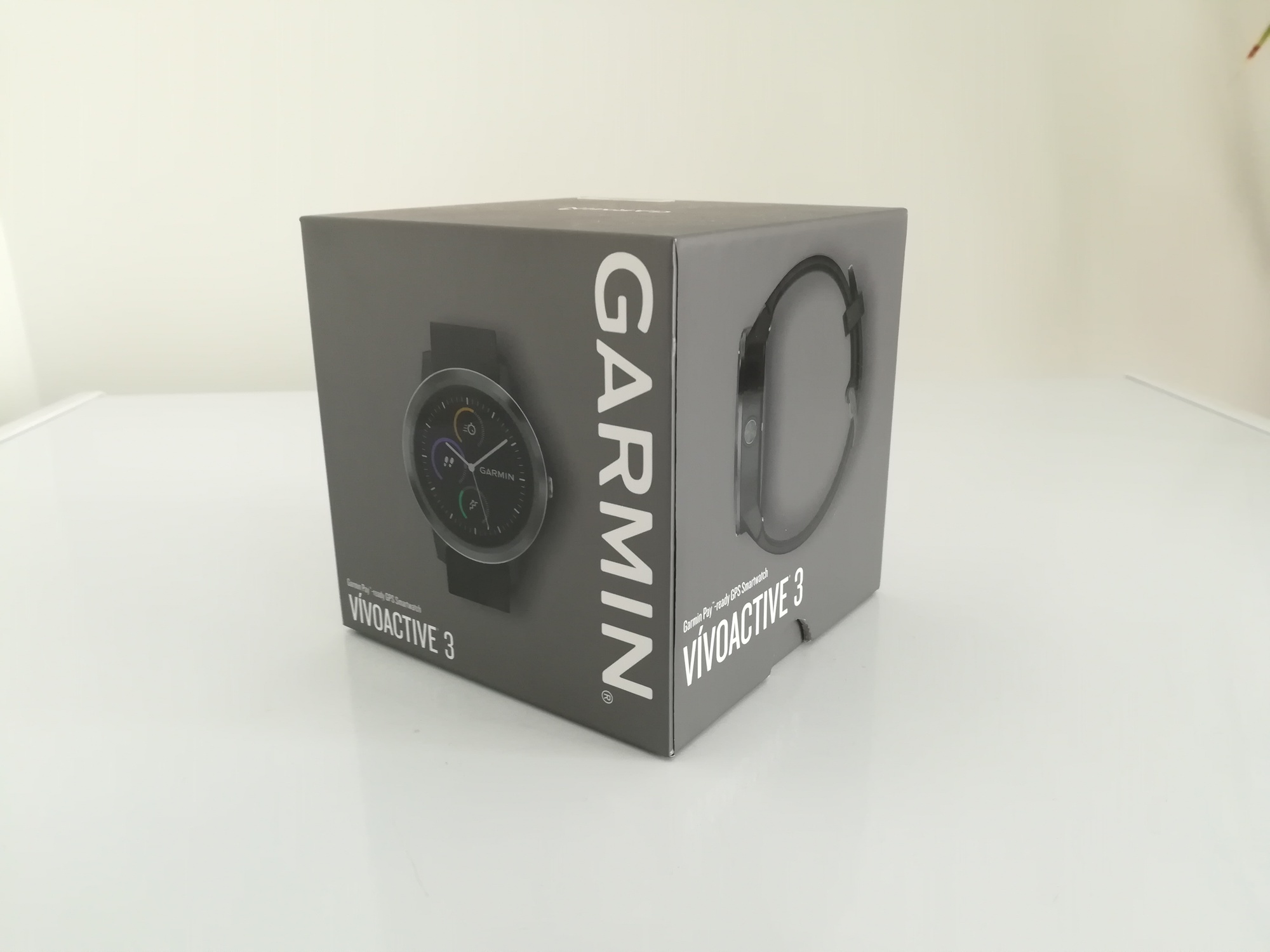 Garmin Vivoactive 3 box