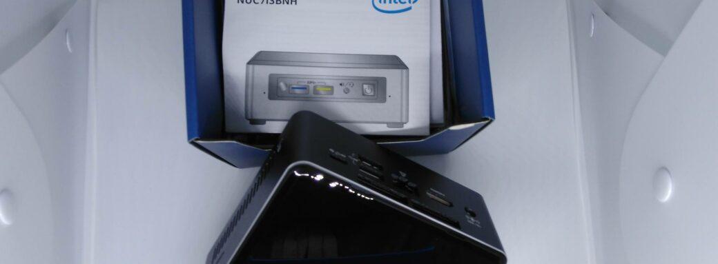 Intel NUC-En dehors de la boite