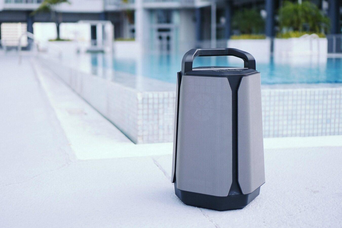 Photo de Enceinte Bluetooth outdoor Soundcast : l'allié de votre été