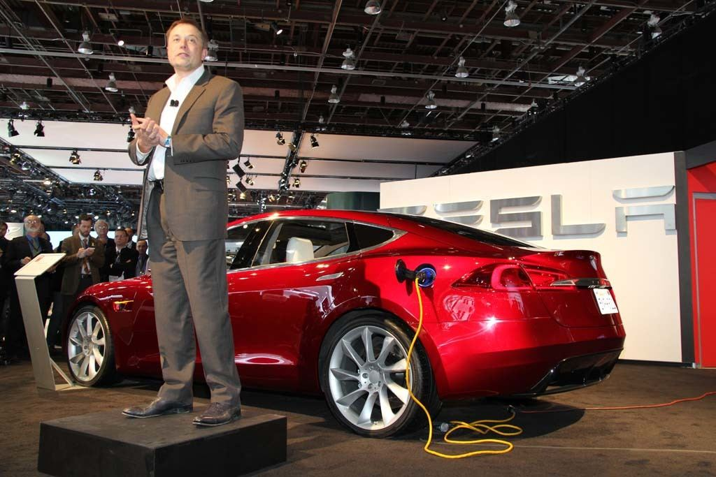 elon-musk-and-tesla-model-s-prototype