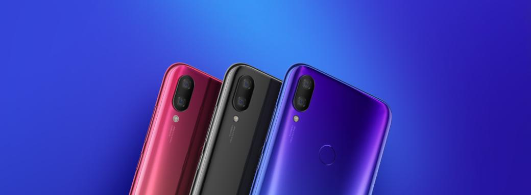 Xiaomi Mi Play avec fond bleu