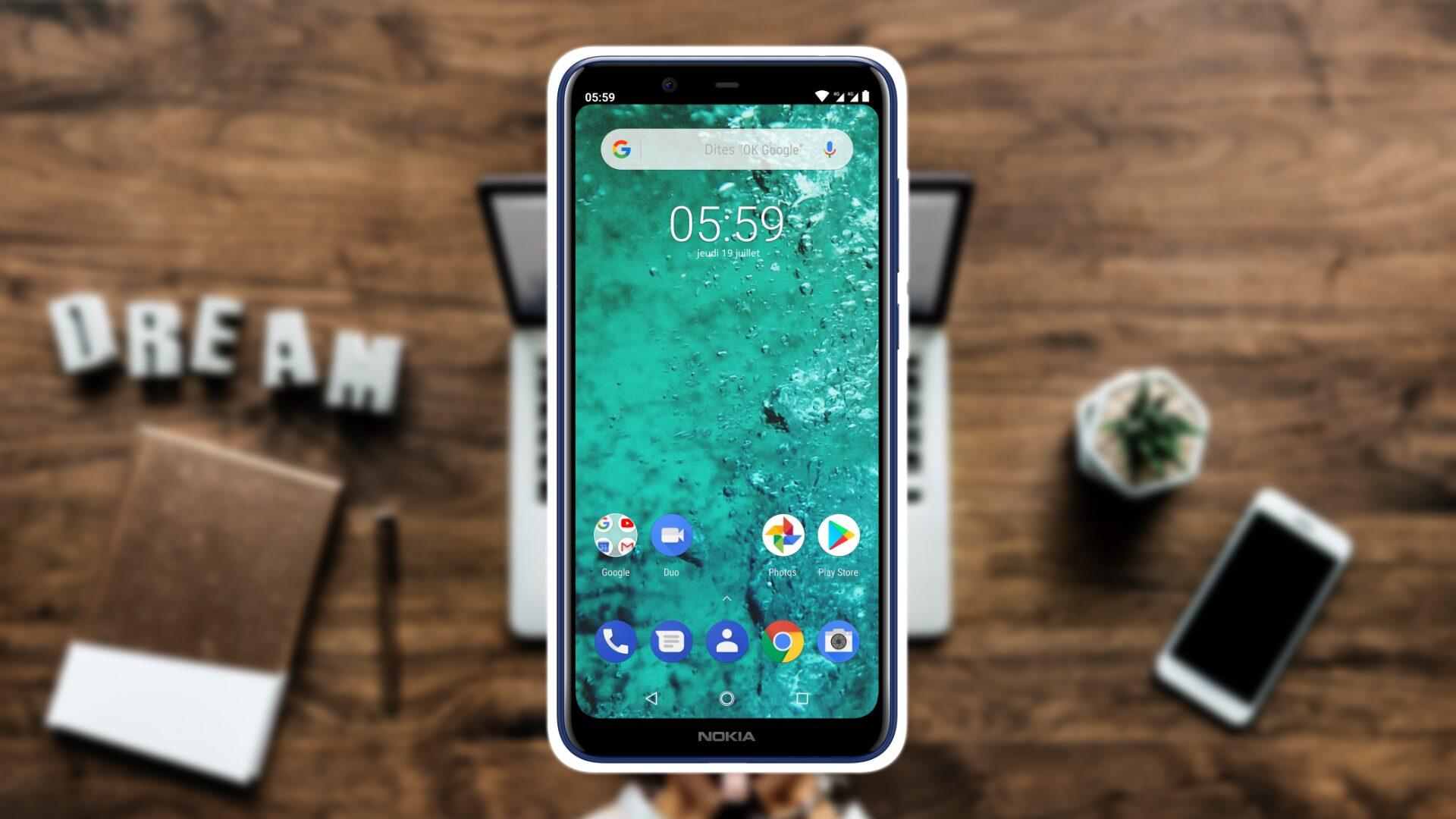 Un smartphone sur un bureau