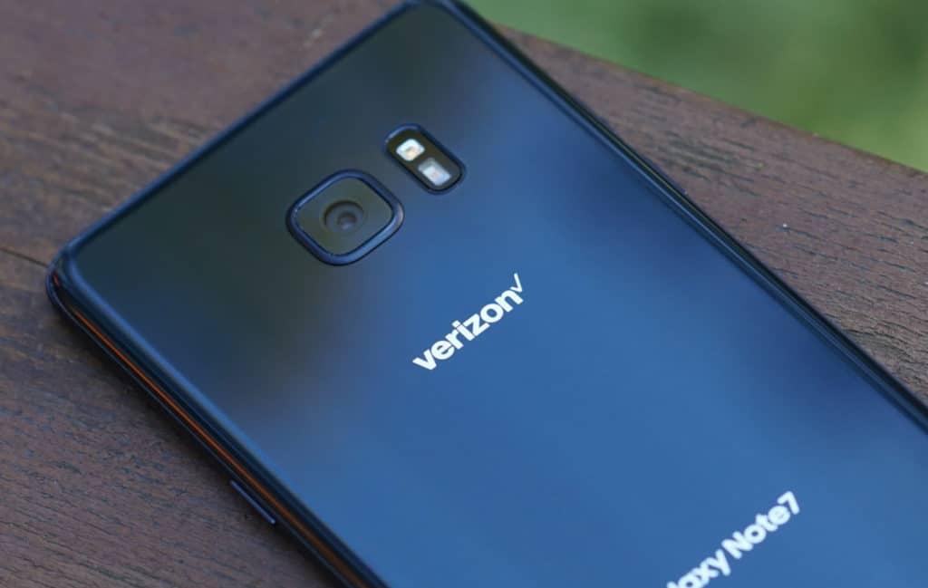 Galaxy Note 7 Noir sur fond flouté