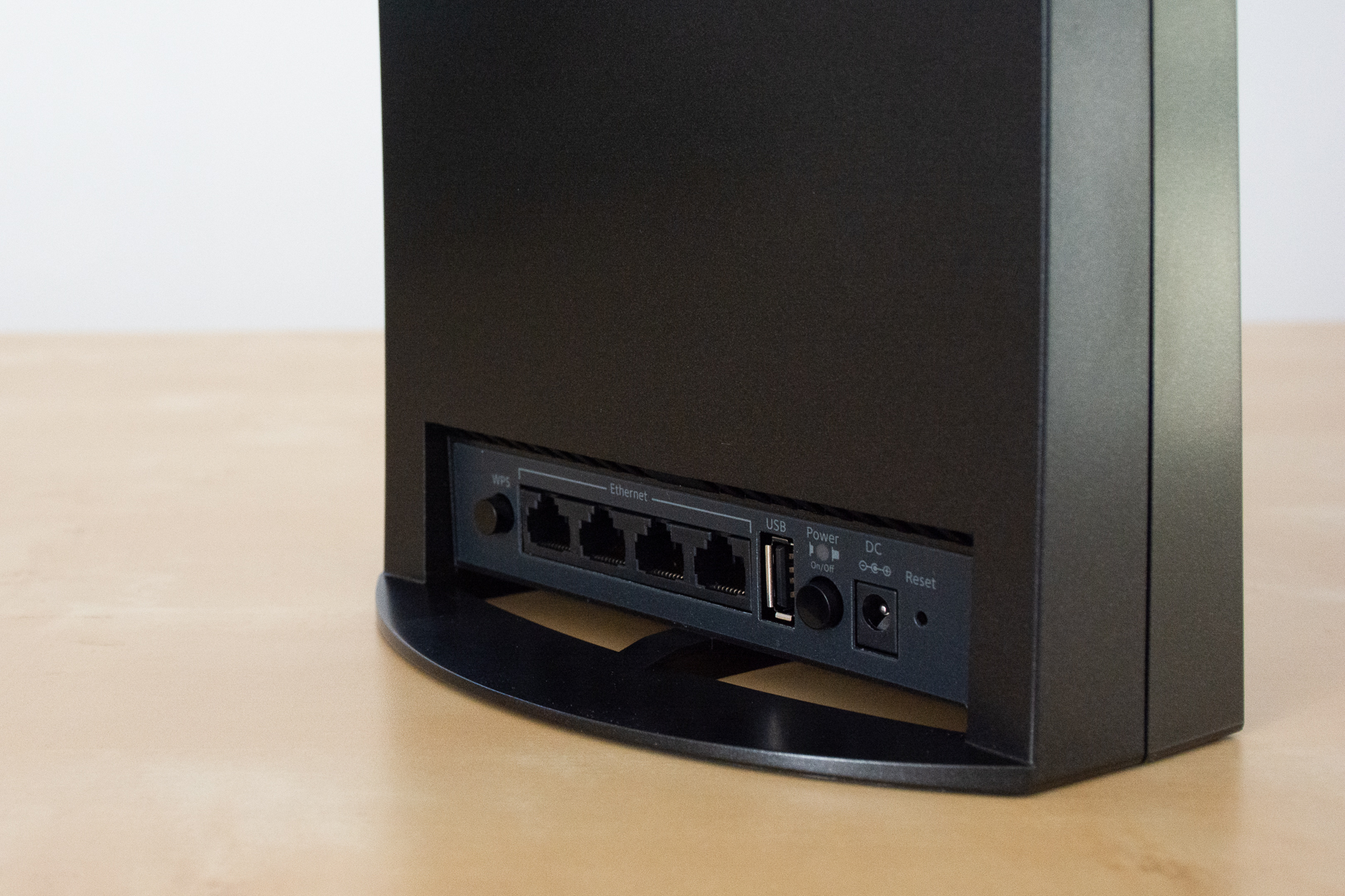 Connectiques du répéteur : 4 ports ethernet et un port usb