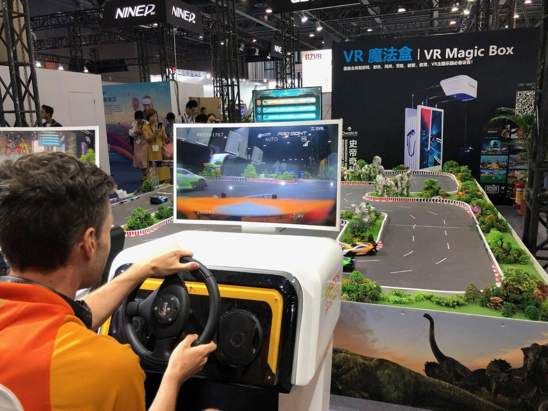 La VR en Chine, course de voiture téléguidée