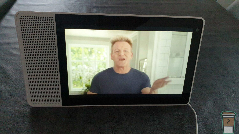 Test Lenovo Smart Display - Vue de la face avant sur une vidéo YouTube