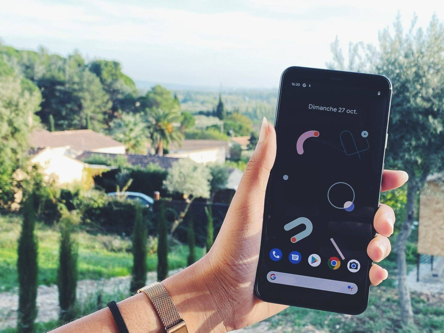 Google Pixel 4 XL screen on display