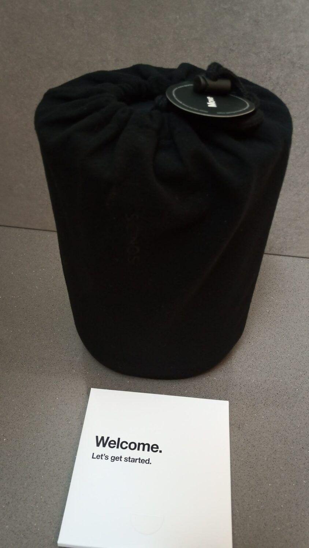 l'enceinte est soigneusement rangée dans son sac de protection.