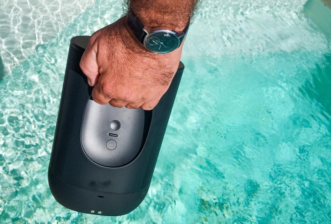 Prise en main aisée de l'enceinte. passage du Wifi au Bluetooth d'une seule pression.