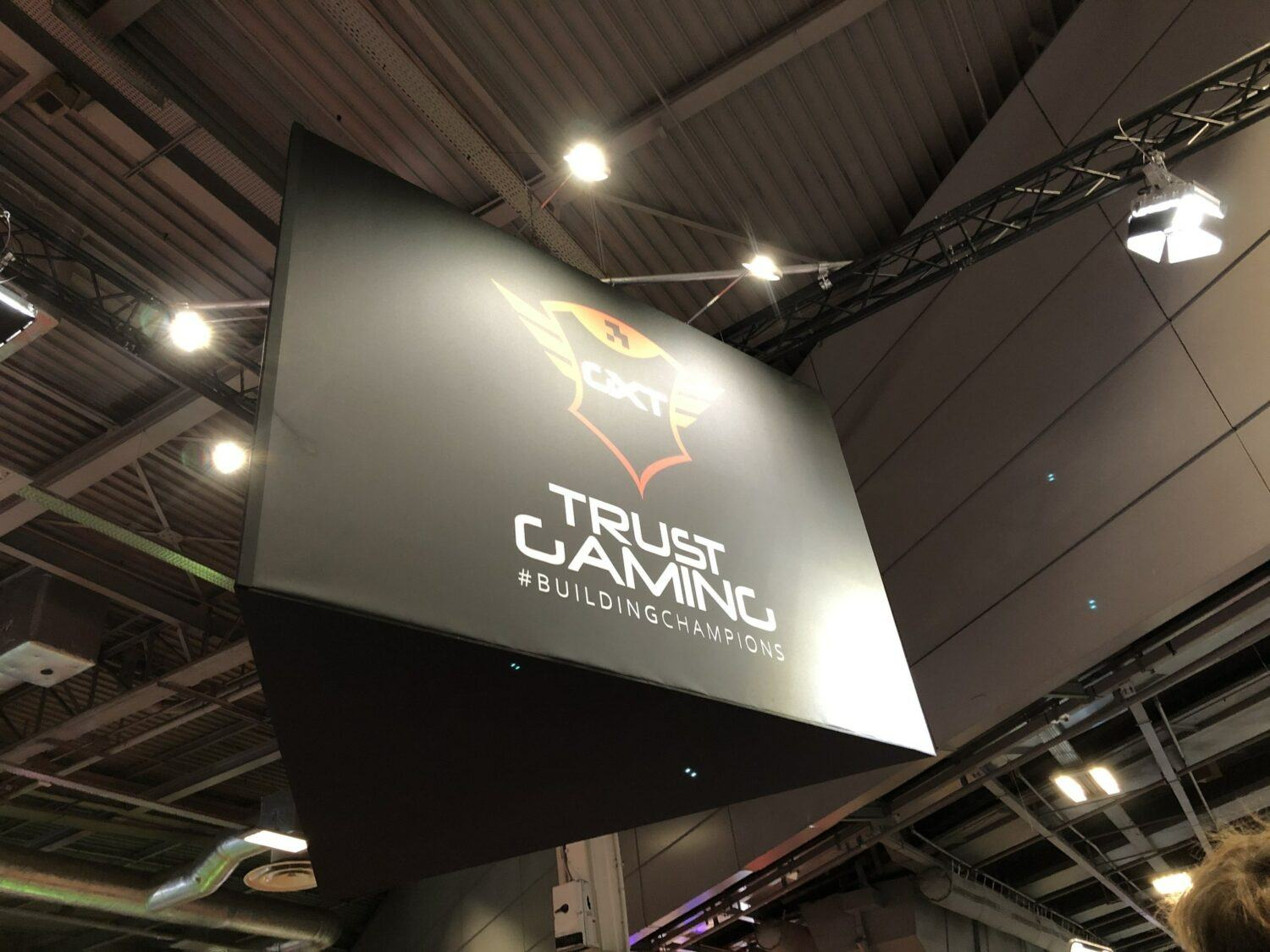 Stand Trust Gaming
