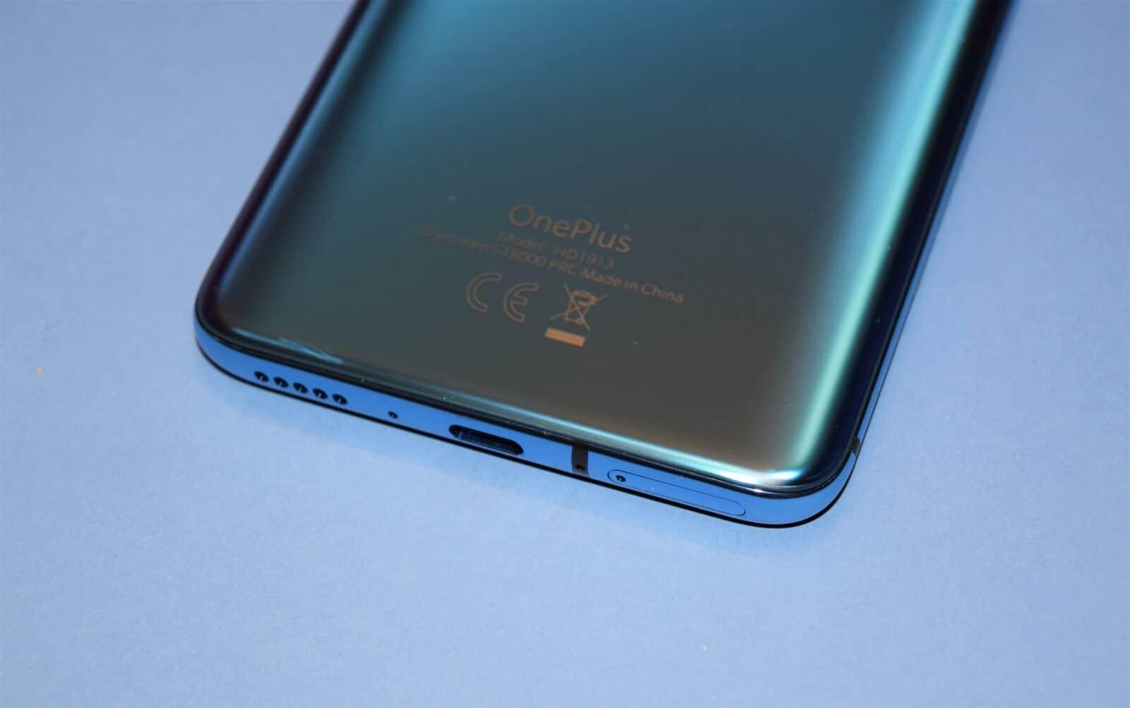 OnePlus 7T Pro audio haut parleur tranche bleu