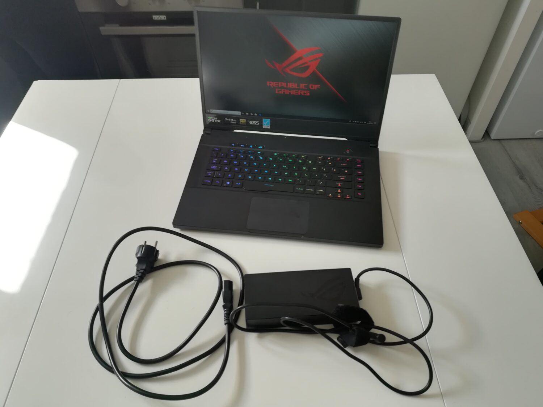 ASUS ROG Zephyrus S GX502GW - Vue d'ensemble ordinateur/accessoires