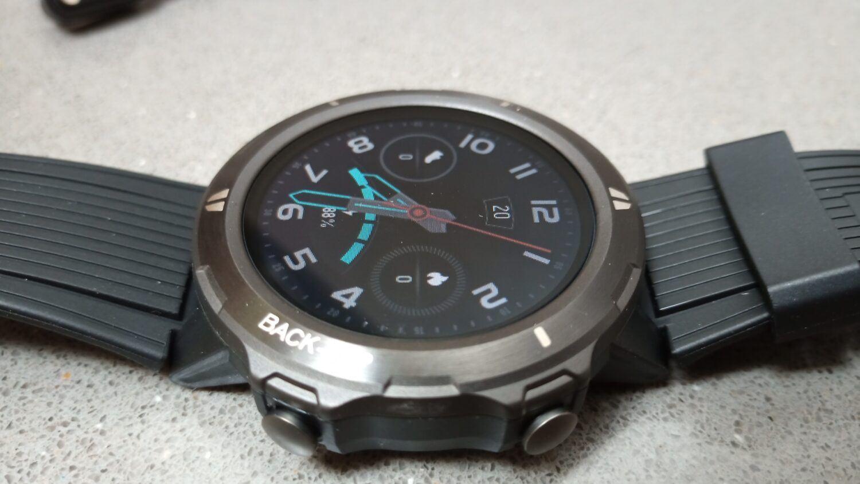 la montre Blackview BV-SW02 est bien finie. Les plastiques sont de bonne qualité