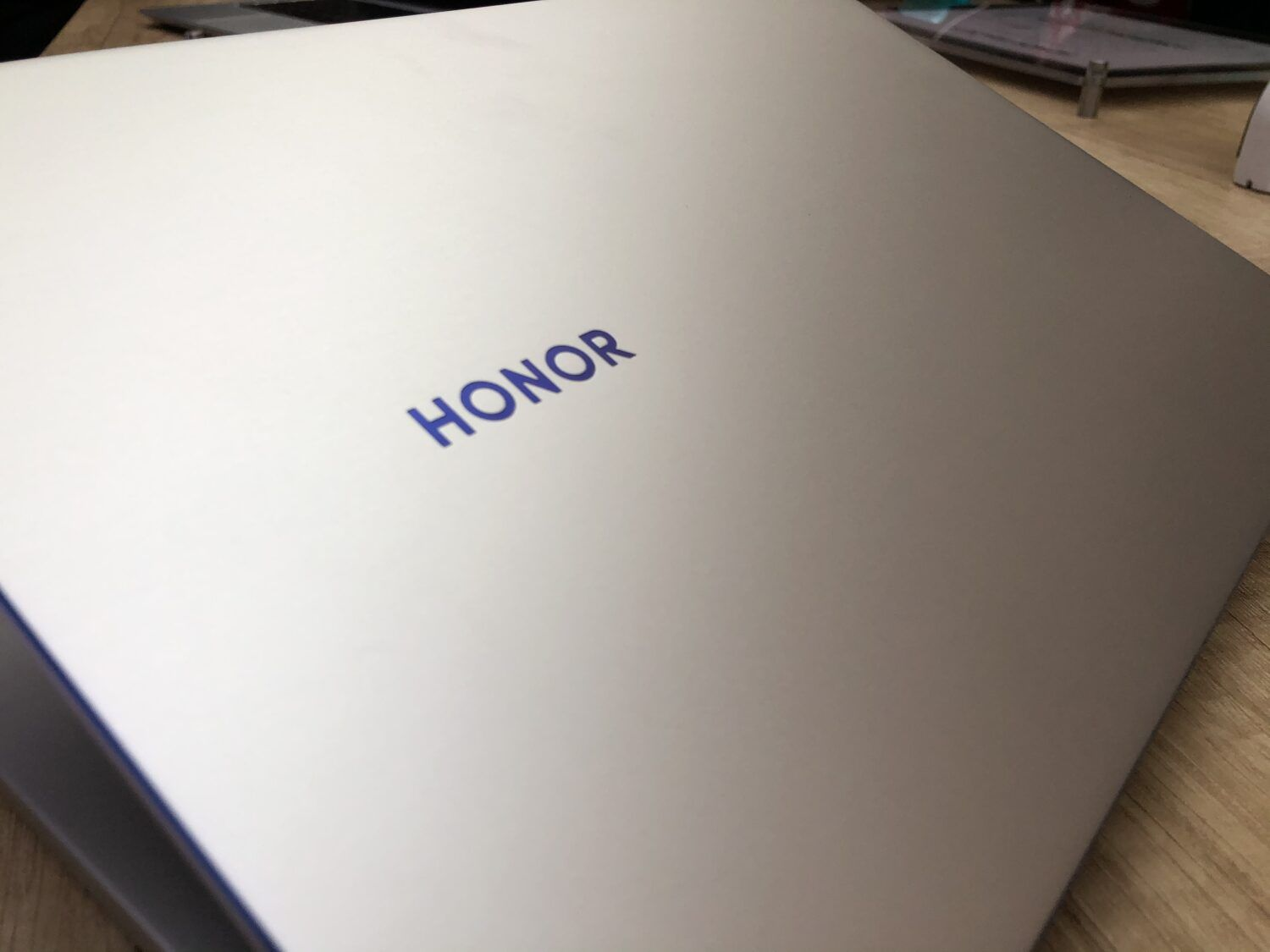 Honor MagicBook 14 halo lumineux bleu