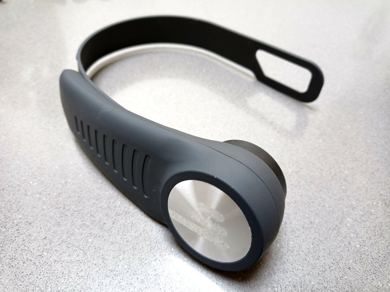 Le BassMe est un caisson de basses portatif permettant de ressentir les vibrations dans le corps.