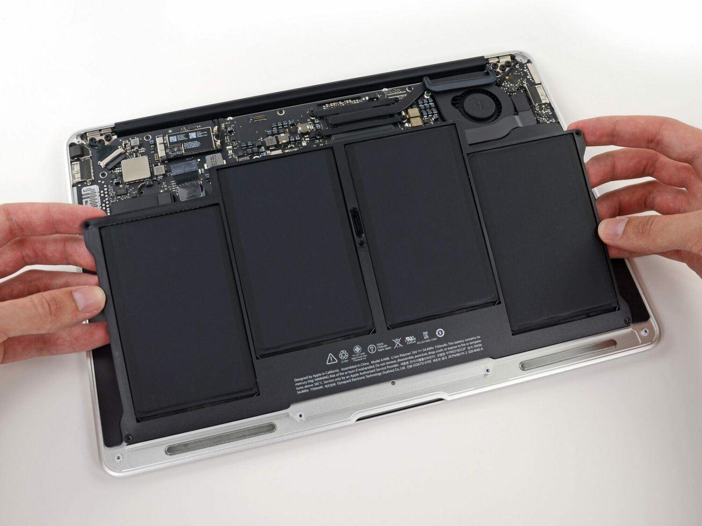 enlever-ancienne-batterie-macbook-air-credit-photo-ifixit