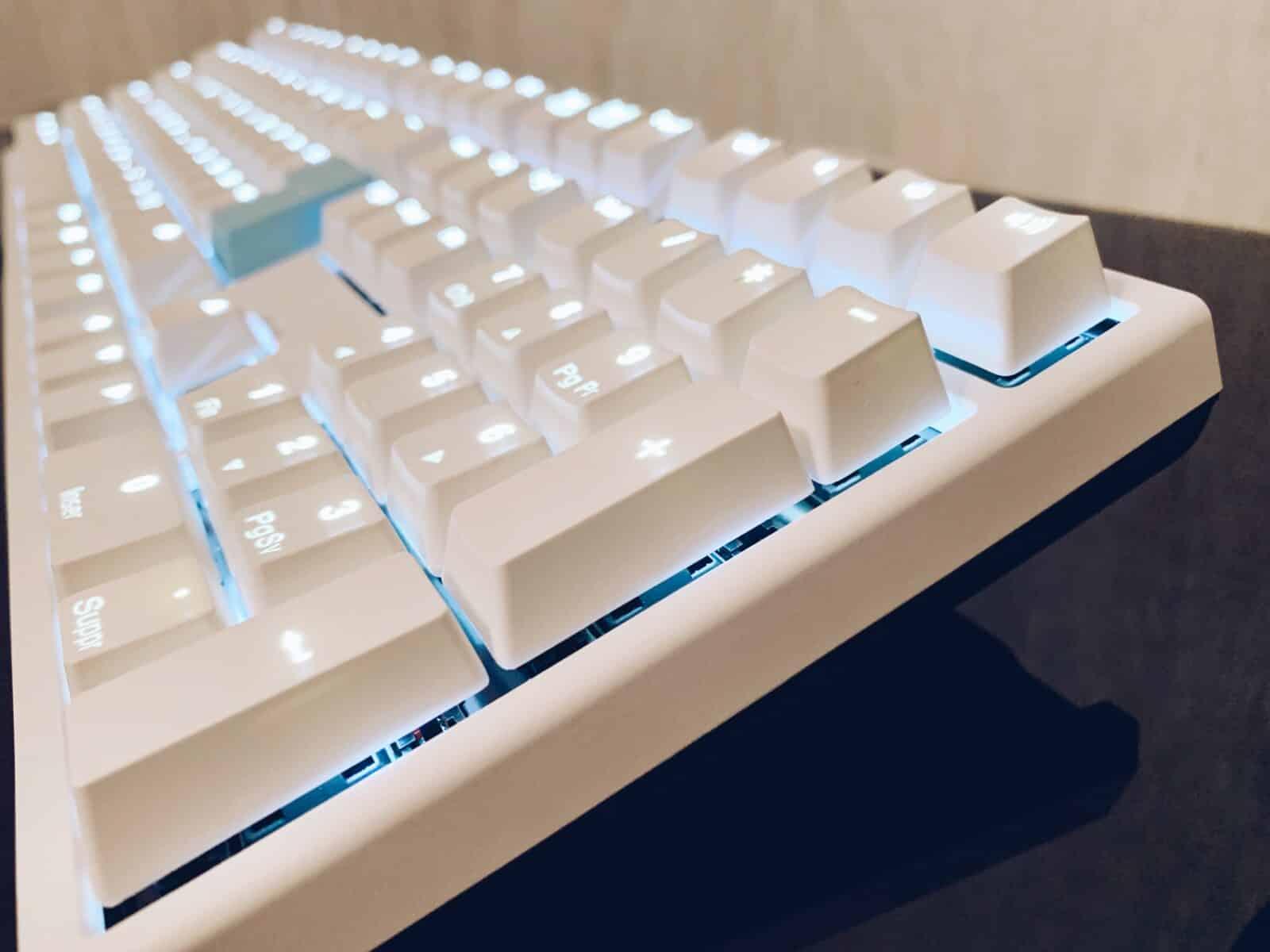 Photographie droite du clavier