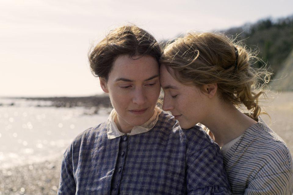 Kate Winslet et Saoirse Ronan dans Ammonite de Francis Lee