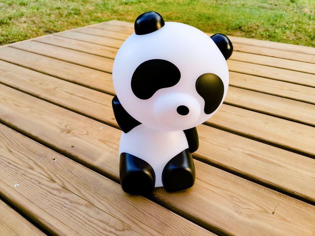 Panda assis est le petit dernier de la famille Lumin'Us