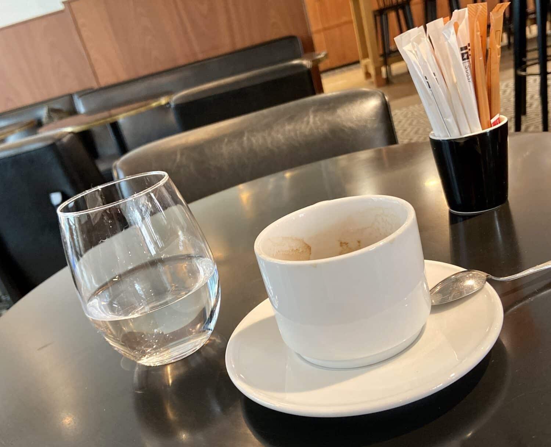 cafe verre d'eau ete chaleur