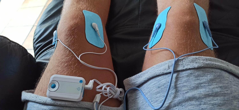 Bluetens posé sur les genoux
