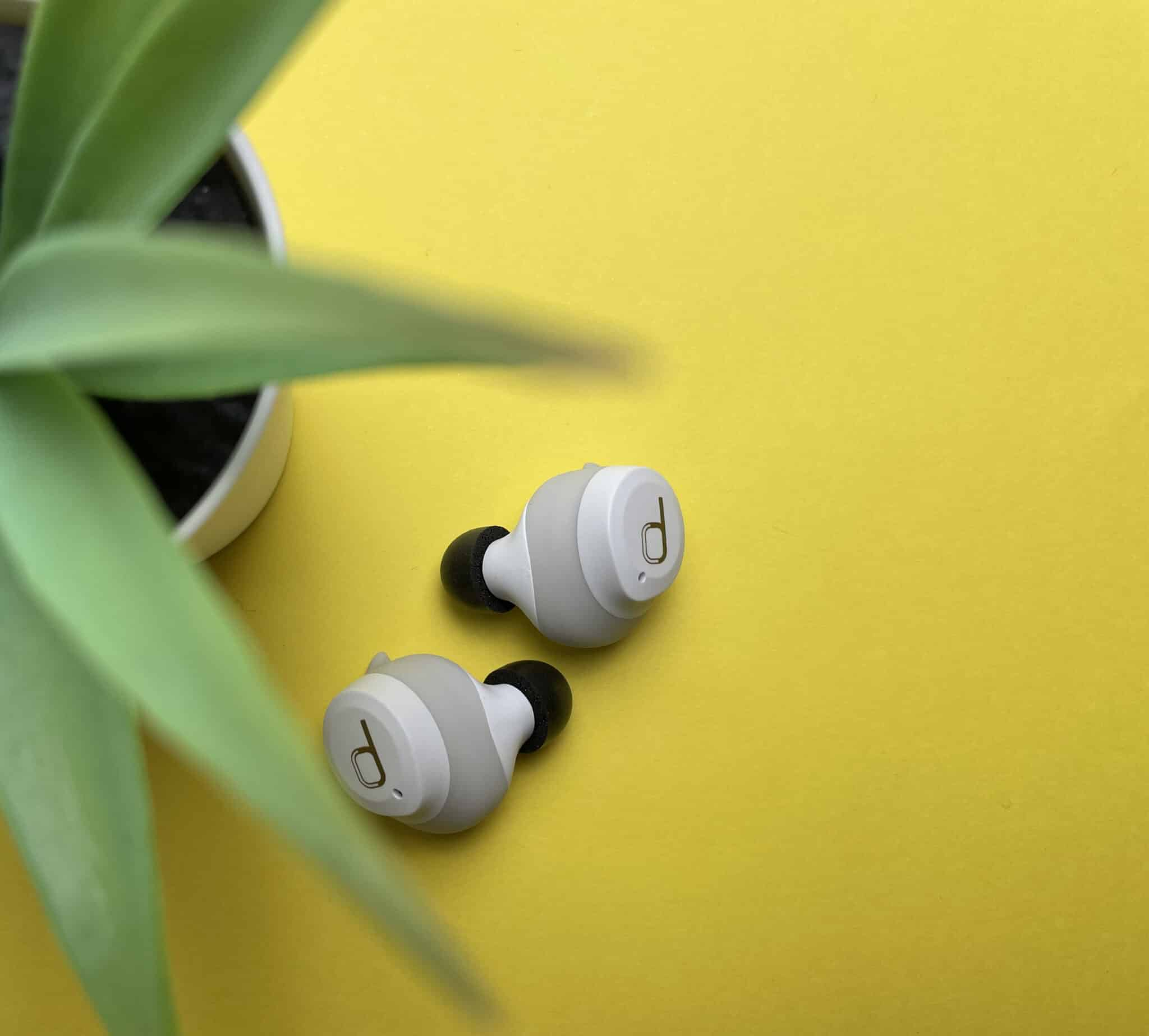 Les deux écouteurs AntiPods 2