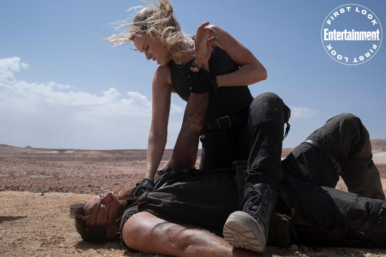 Josh Lawson et Jessica McNamee dans Mortal Kombat (2021)