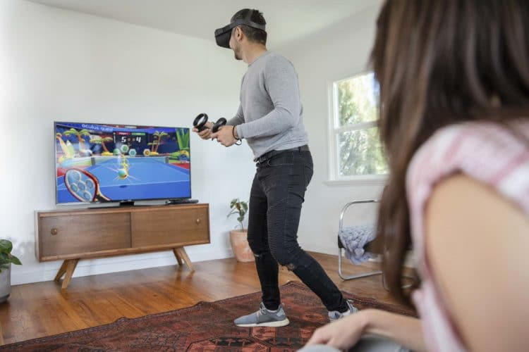 Personne jouant avec un Oculus Quest 2
