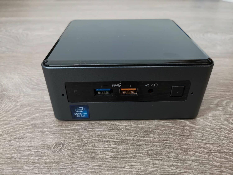 Intel NUC 8i5BEH avant