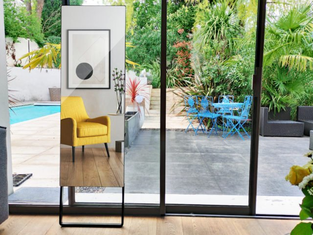 Archos dévoile un miroir connecté avec un écran de 32 pouces