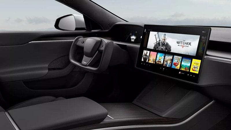 La console des prochaines Tesla serait aussi puissante qu'une PS5