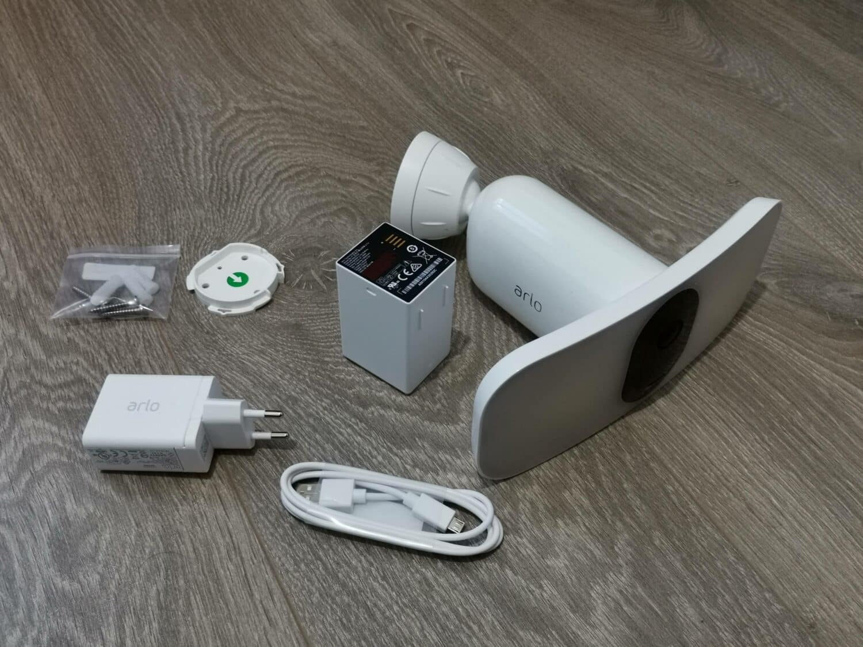 Arlo pro 3 floodlight packaging
