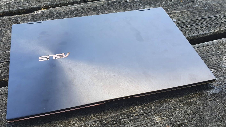 Asus Zenbook Flip 13 : vue capot